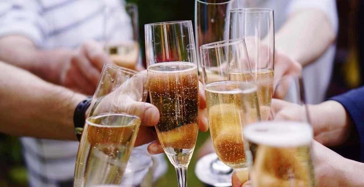 cheers sparkling% wine