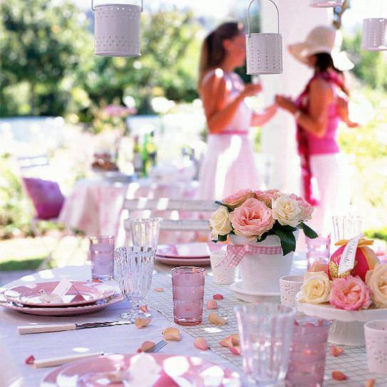 romantic table with roses