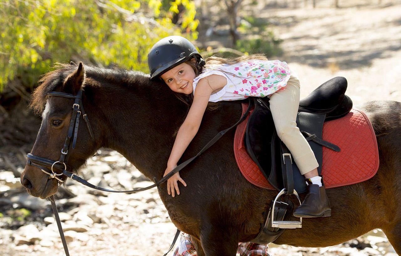 horse-riding-kids-tuscany