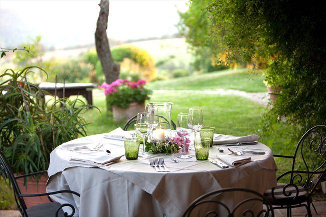 wine tasting tuscany wineyard